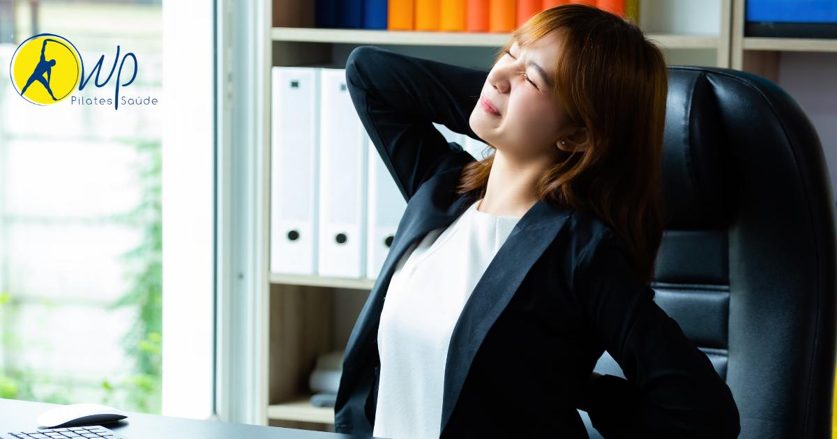 Como a má postura resulta em dor no ombro?