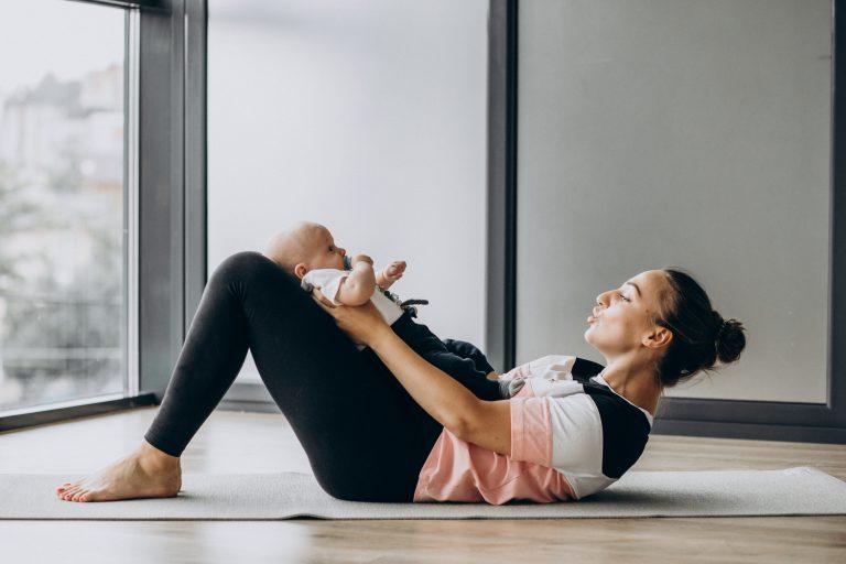 Qual a importância de voltar a se exercitar e cuidar do corpo no pós-parto?